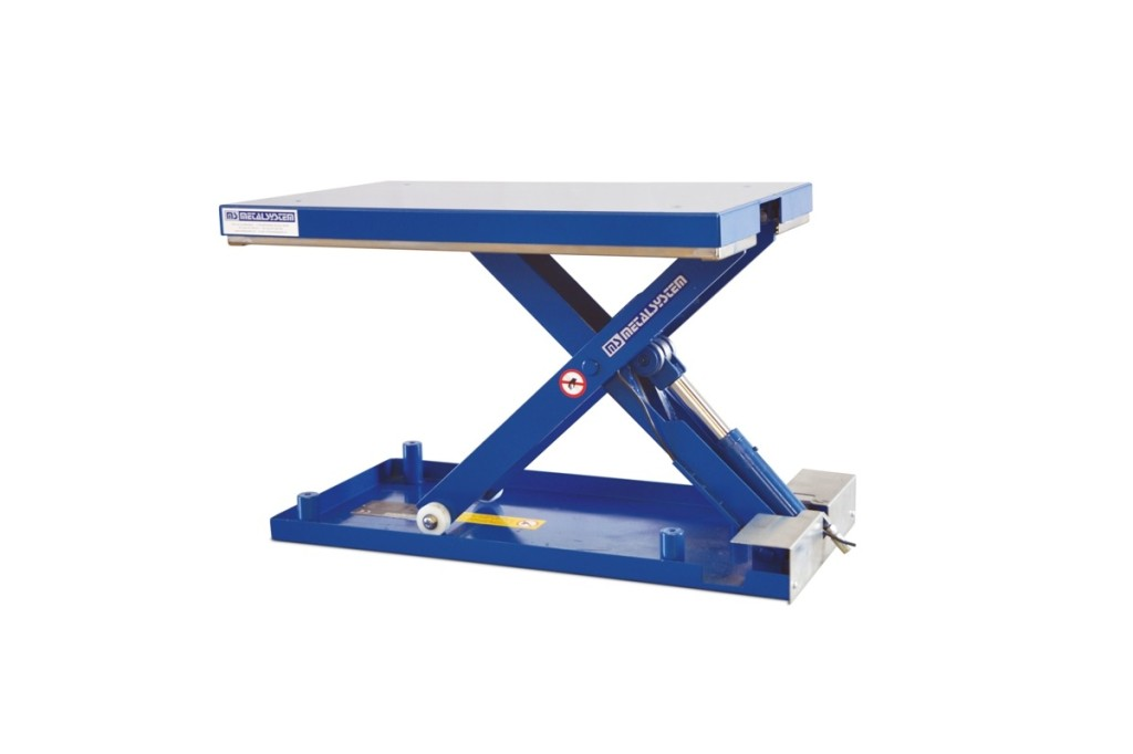 MSE-03-06-06: low-profile lift table in painted steel. Maximum load: 300 kg. Raised height: 600 mm. Closed height: 90 mm. Top platform: 600 mm (W) x 900 mm (L).