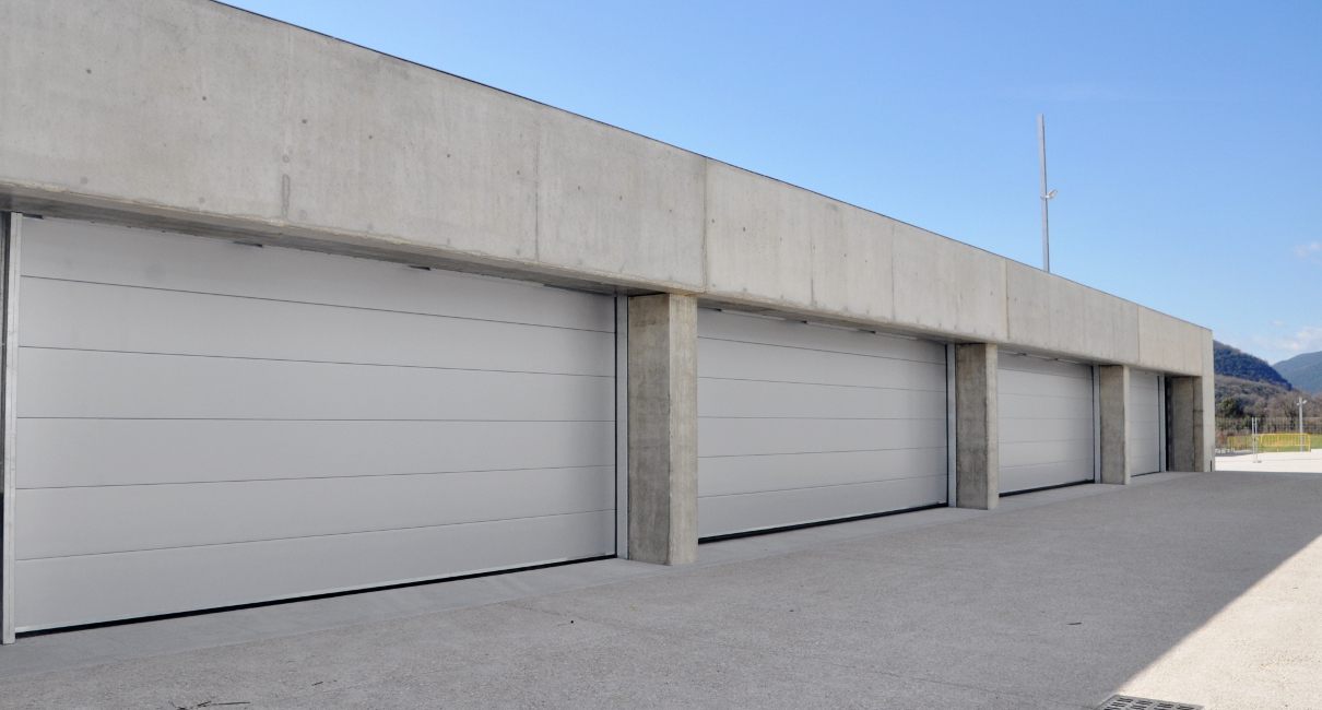 Industrial sectional doors with smooth panels in RAL 9006.