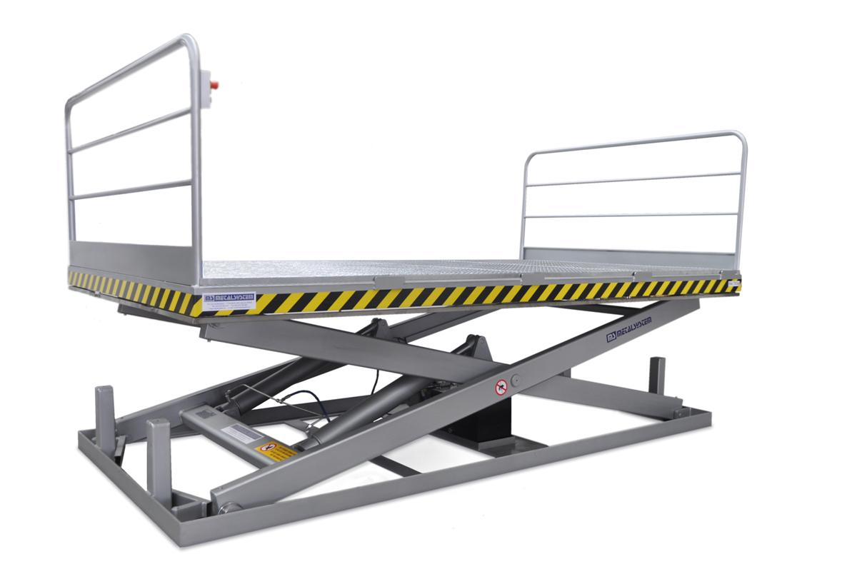 MSAP-07-21/24 Lift table. Built in painted steel. Maximum load: 700 Kg. Raised height: 2100 mm. With anti-slip grating surface.