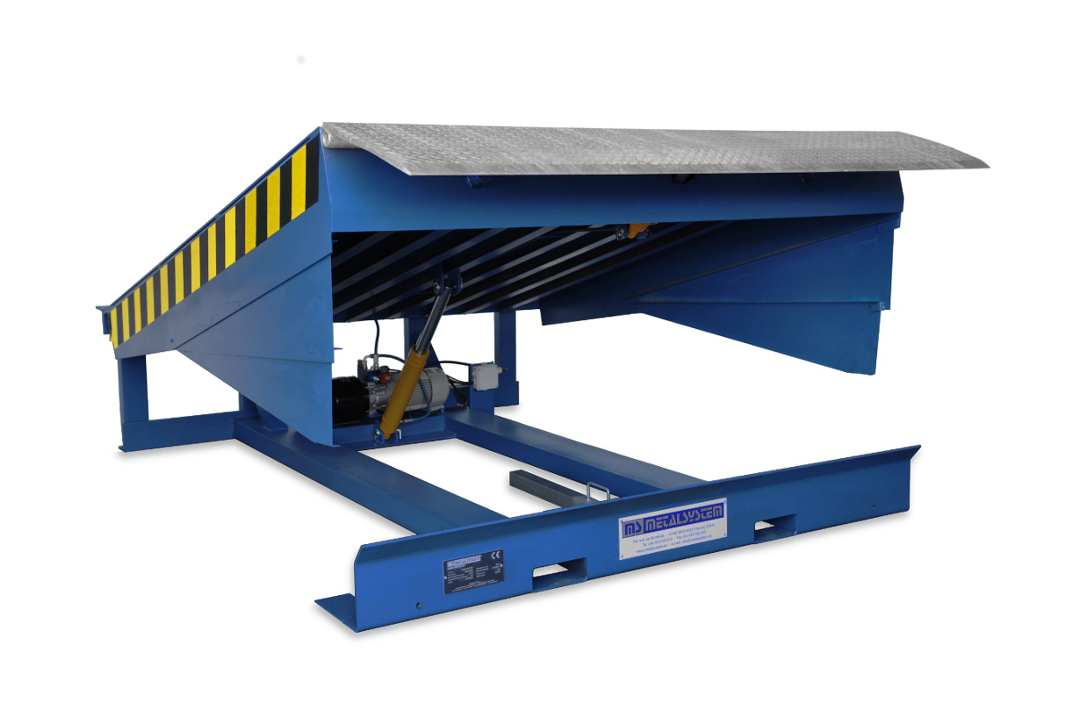 MSRH-PG: painted steel hinged lip leveller; top platform in galvanised steel.