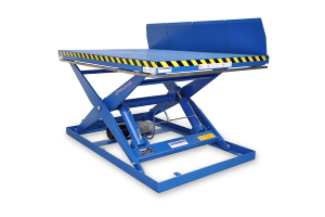 MSAP-20-15/15: single-scissor lift table in painted steel. Maximum load: 2000 Kg. Raised height: 1500 mm. With teardrop anti-slip top platform and manual lateral lips.